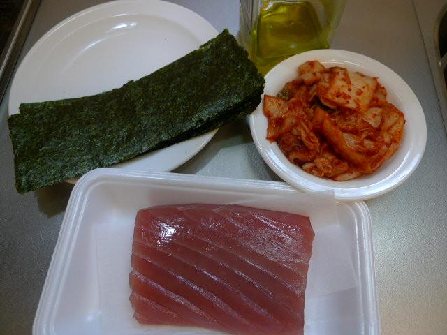 まぐろとキムチ丼材料1